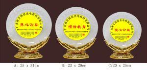 カスタマイズされたロゴまたはOEM P001-aが付いているPolyresinのガラストロフィ