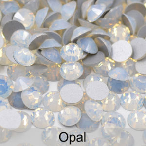 5mmのエメラルドの釘の芸術のクリスタルグラスのラインストーンのガラスビーズの宝石類(FB-SS20エメラルド)