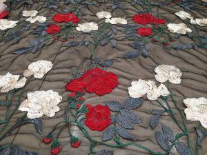 高品質衣服の装飾のための二重カラーローズの形の刺繍のレース
