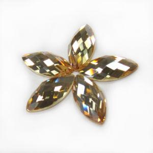 Het Kristal Zwart Ab van Marquise naait op Bergkristal