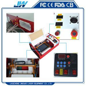 二酸化炭素レーザーの打抜き機3020 Platfromを持ち上げることを用いる携帯用小型レーザーの彫版機械40W
