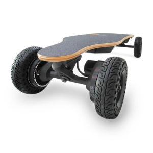 4つの車輪の電気スケートボード