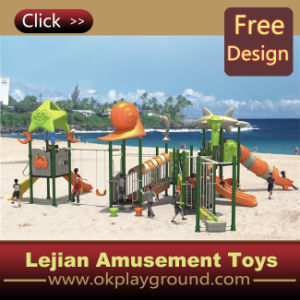 Crianças Multiplay do beira-mar para o campo de jogos ao ar livre