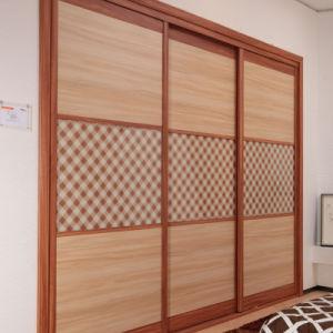 Oppein moderno de 3 portas deslizantes amarelo dourado armário de madeira (YG11301)