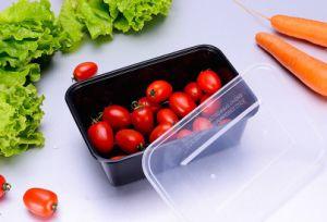 Schwarzer rechteckiger Wegwerfplastiknahrungsmittelbehälter mit Kappe