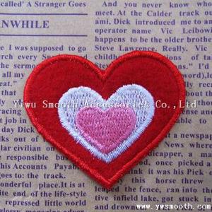 Zone Heart-Shaped del ricamo di modo su ordinazione della fabbrica per la decorazione dell'indumento