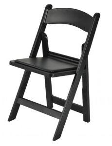 결혼식을%s 백색 그리고 검정에 의하여 덧대지는 정원 플라스틱 의자