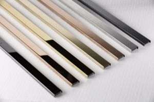 Het Haarscheurtje van het roestvrij staal beëindigt Vlakke Staaf in de Kleur van het Titanium voor de Garnituur van het Metaal van de Comités van de Muur