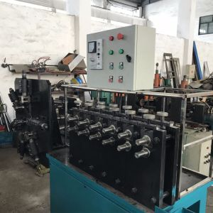 Streifen-Wundabgas-Rohr, das Maschine bildet