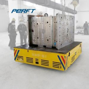 Indústria Metalúrgica Usando o carrinho de carga pesada para o manuseamento