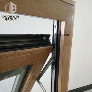 Il Built-in di legno placcato di alluminio della finestra della stoffa per tendine acceca la finestra di vetro Tempered dell'otturatore del doppio interno integrale di apertura