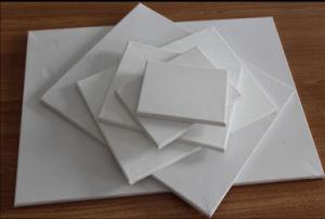 Tela esticada em branco com tamanho diferente