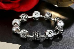 Antique Silver Charm Bracelet avec amour et de Fleur de boule de cristal