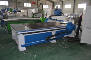 El husillo de agua de refrigeración 3.2kw 1325 rebajadora CNC para madera para puertas