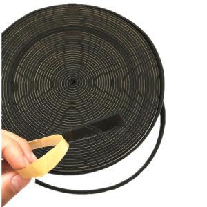NBR/PVCの熱のInsualtionのゴム製泡のローラーまたはゴム泡のシーリングストリップ