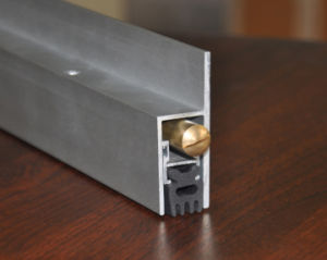 Borracha raspadora de porta de alumínio inferior Gf-B042