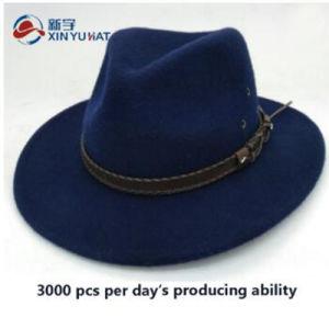 革ベルトと濃紺カスタム冬の帽子の人のウールのフェルトのソフト帽の帽子