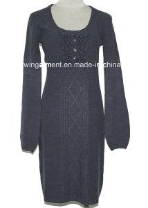 女性は編んだ長い袖の堅いセーターのセクシーな服(L15-058)を