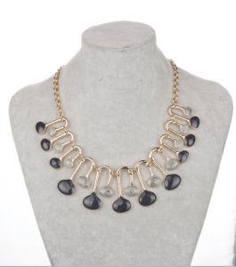 方法女性のガラス玉文の宝石類のネックレス