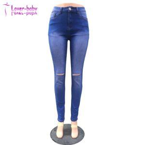 Lavage trou bleu jeans déchirés genou