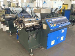 Trois couleurs haute vitesse PP PE Plastique Machine d'Extrusion en rotin