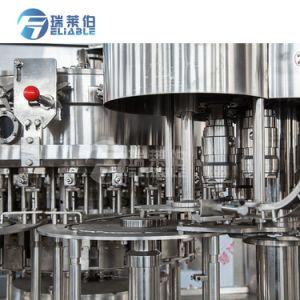高速自動びん詰めにされた炭酸水・の瓶詰工場の充填機