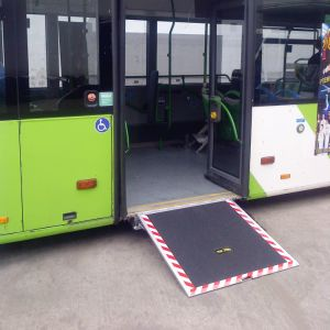 ローディング350kgを用いるバスのためのセリウムによって証明される車椅子の導板