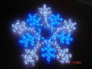 導かれたライトによってなされるモチーフのLight 5meterの雪の薄片