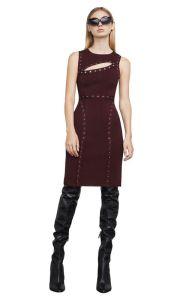 膝の長さの細く正常なパーティー向きのドレスの上で黒いボートの襟足の空に玉が付くこと