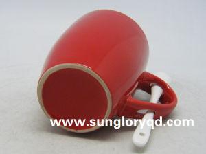 14oz Chb001のスプーンが付いている赤い艶をかけられた磁器のマグ