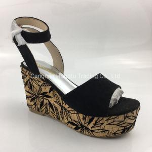 Envolver las cuñas de zapatos de plataforma