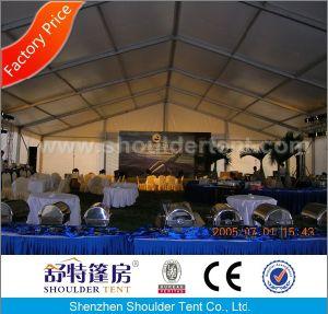 肩のテントからの1000人の結婚式の玄関ひさしのテント