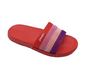 La parte superior del arco iris de PVC zapatillas zuecos EVA Sandalia exclusivo para mujeres baño calzado de playa