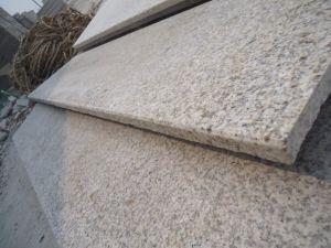 外側のためのG682花こう岩の縁石の黄色い花こう岩は壁のタイルをタイルを張る