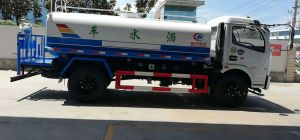 Dongfeng 4X2小型水スプリンクラータンクトラック