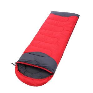 上るポータブル空の綿の寝袋をハイキングする