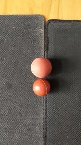 A esfera de borracha maciça com materiais diferentes