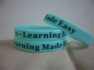 Di alta qualità su misura Personalized Print Rubber Wristband Bracciali P082701