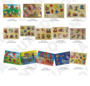 Hölzernes klumpiges Puzzlespiel mit Minitischlerbandsäge