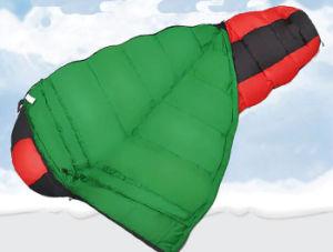 屋外の上昇の動きによって専用されているキャンプの厚い綿の寝袋