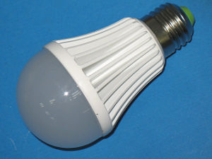 Energiesparende LED Bulb mit 7W