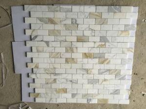 Gouden Mozaiek Tegels : Opgepoetste tegel van de baksteen van calacatta de gouden marmeren