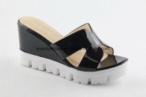 La conception de plate-forme femmes pantoufles avec intérieur en raison de Upper