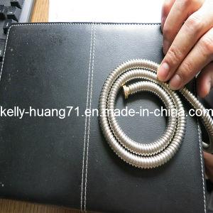 Ss304 316は付属品が付いているステンレス鋼の軟らかな金属のホースを波形を付けた