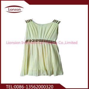 Mode de seconde main petite robe de frais de vêtements usagés