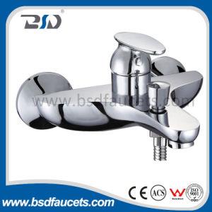 真鍮の単一のレバーのミキサー水蛇口の洗面器の台所洗浄コック