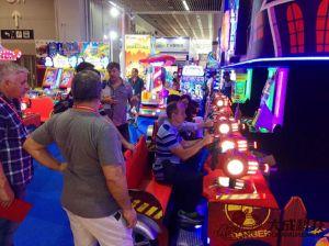 3D屋内運動場グループの親子供のゲーム・マシンを撃つビデオゾンビの土地レーザー銃