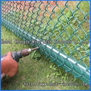 テニスコートの金網の塀