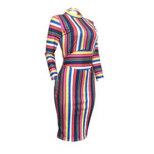 L Stand36264 Collier robe à rayures colorées au milieu d'impression