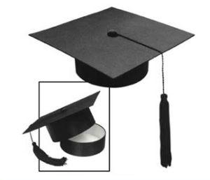 De zwarte Doos van het Pakket van de Gift van de Graduatie met de Vorm van de Hoed Doctorial (GB-005)